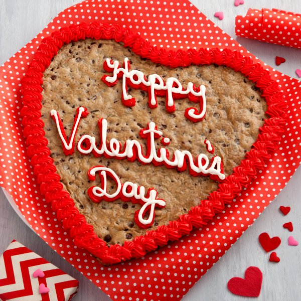 mrs. fields - happy valentine's heart cookie cake, Ideas